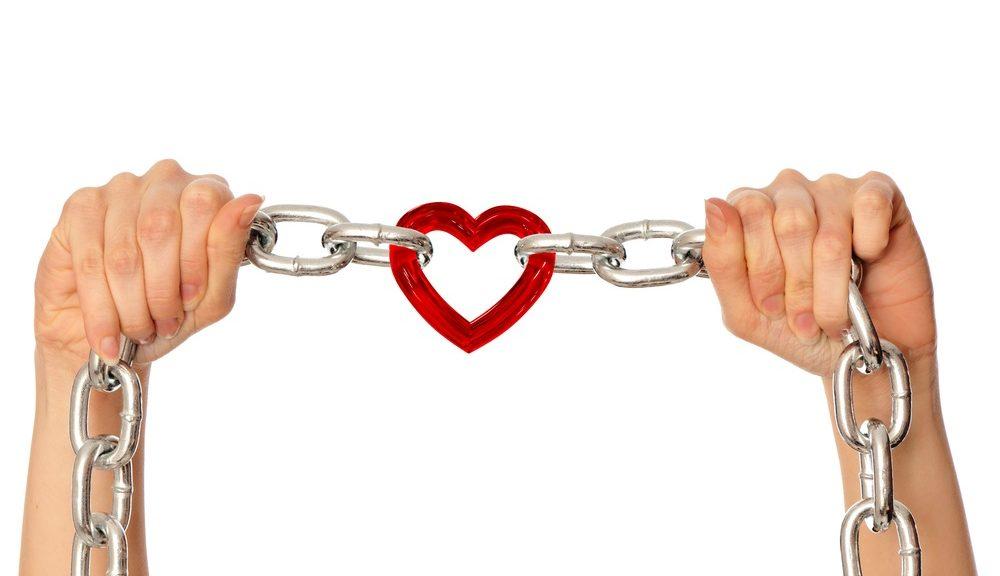 Hart geketend door handen